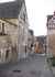 La ruelle St Lubin pavée avec quelques maison style moyenageuse