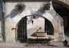 Une fontaine sur la place St Claire