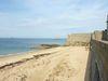 A St Malo, Les remparts et plage à l'ouest