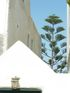 Un pin entre deux murs